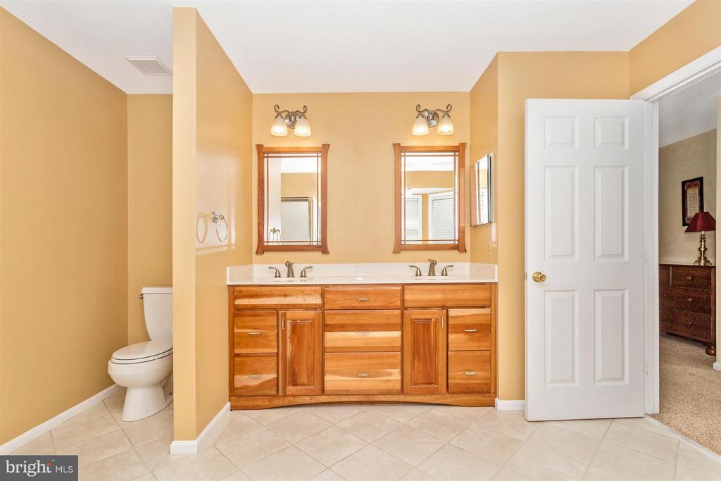 Bath (Master) - 6126 SAMUEL RD, NEW MARKET