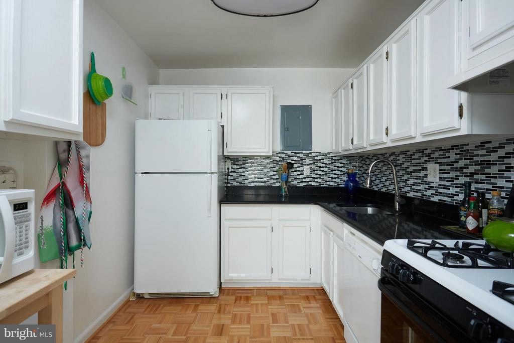 Updated kitchen with granite - 200 MAPLE AVE N #410, FALLS CHURCH