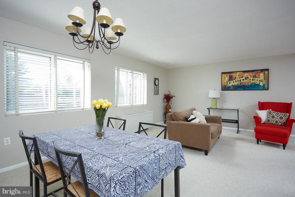 Open dining living room-great for entertaining. - 200 MAPLE AVE N #410, FALLS CHURCH