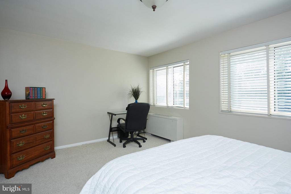 Light filled master bedroom - 200 MAPLE AVE N #410, FALLS CHURCH