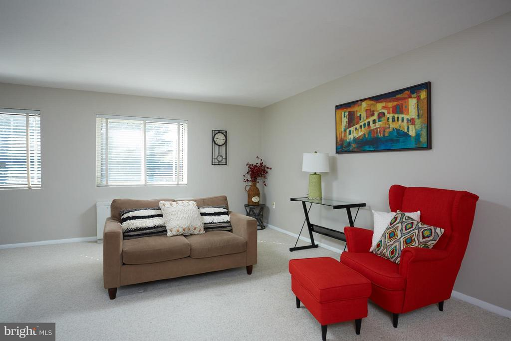 Spacious living room with fresh paint - 200 MAPLE AVE N #410, FALLS CHURCH