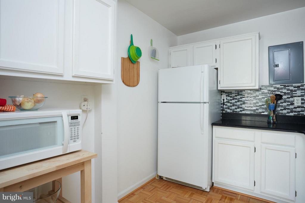 Kitchen - plenty of storage. - 200 MAPLE AVE N #410, FALLS CHURCH