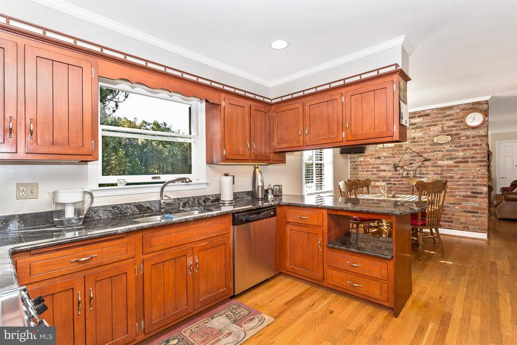 Kitchen and Breakfast Room overlooking LAKE - 3829 PURDUM DR, MOUNT AIRY