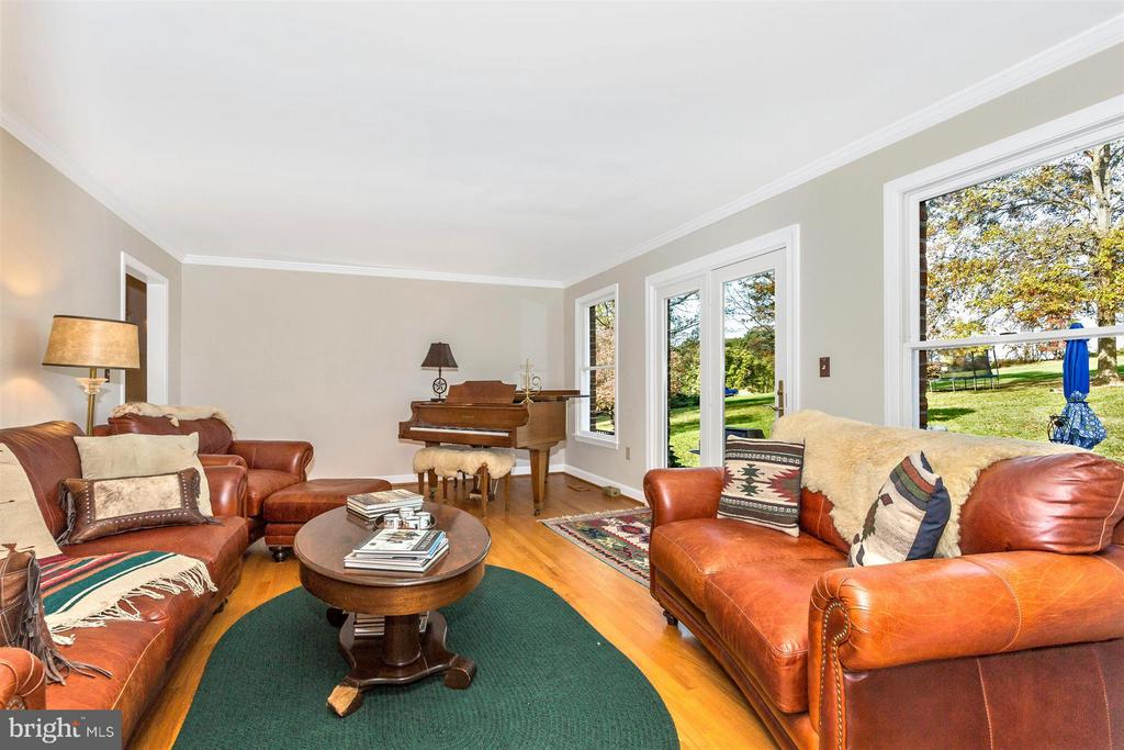 Living Room2-Comfortable GAS Heat-Gorgeous Sunsets - 3829 PURDUM DR, MOUNT AIRY