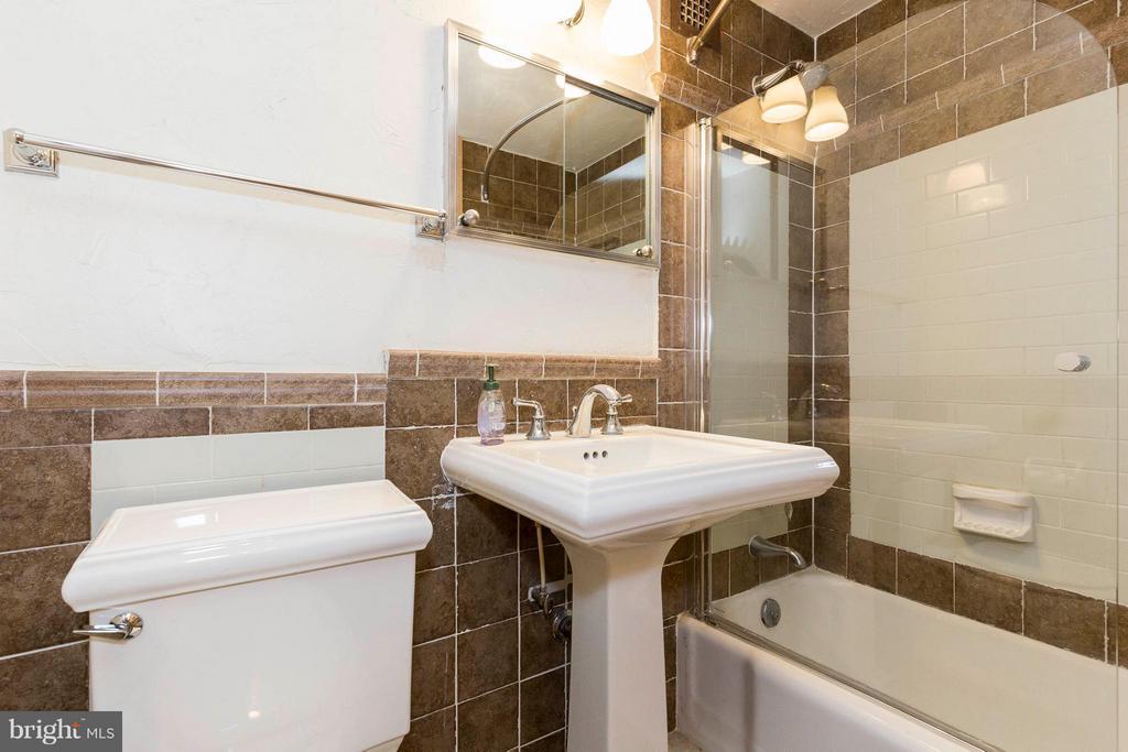Bath - 1311 DELAWARE AVE SW #S529, WASHINGTON