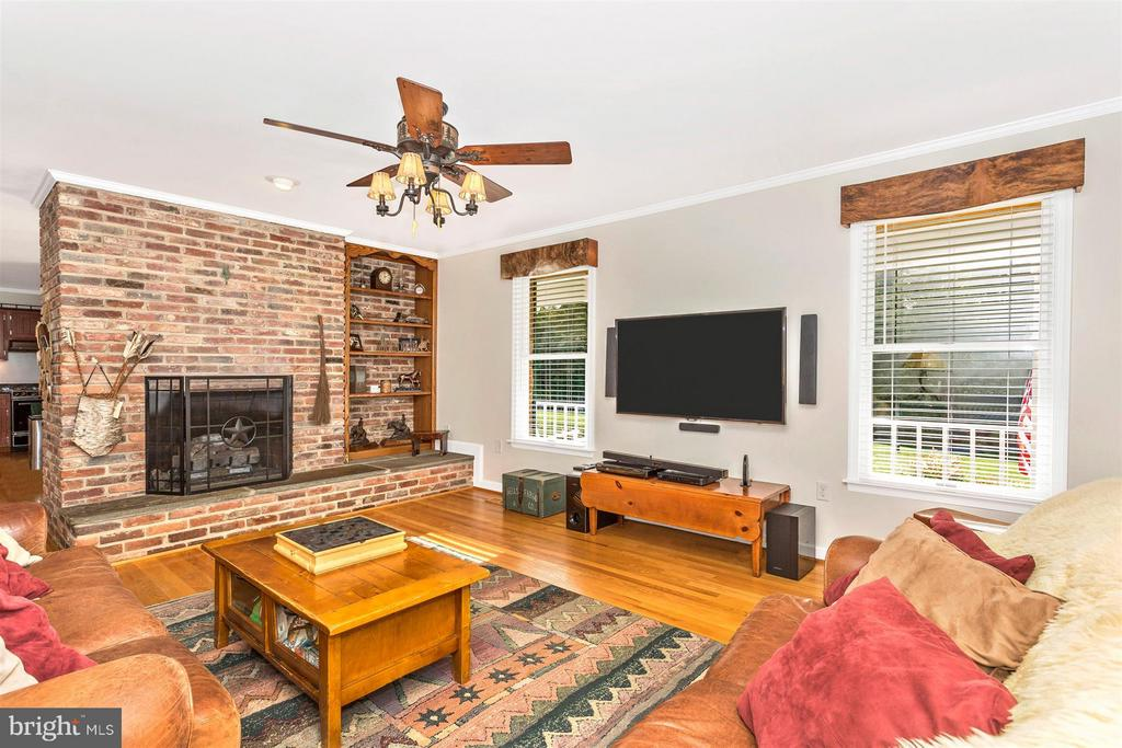 Family Room with Natural GAS Fireplace and Heat! - 3829 PURDUM DR, MOUNT AIRY