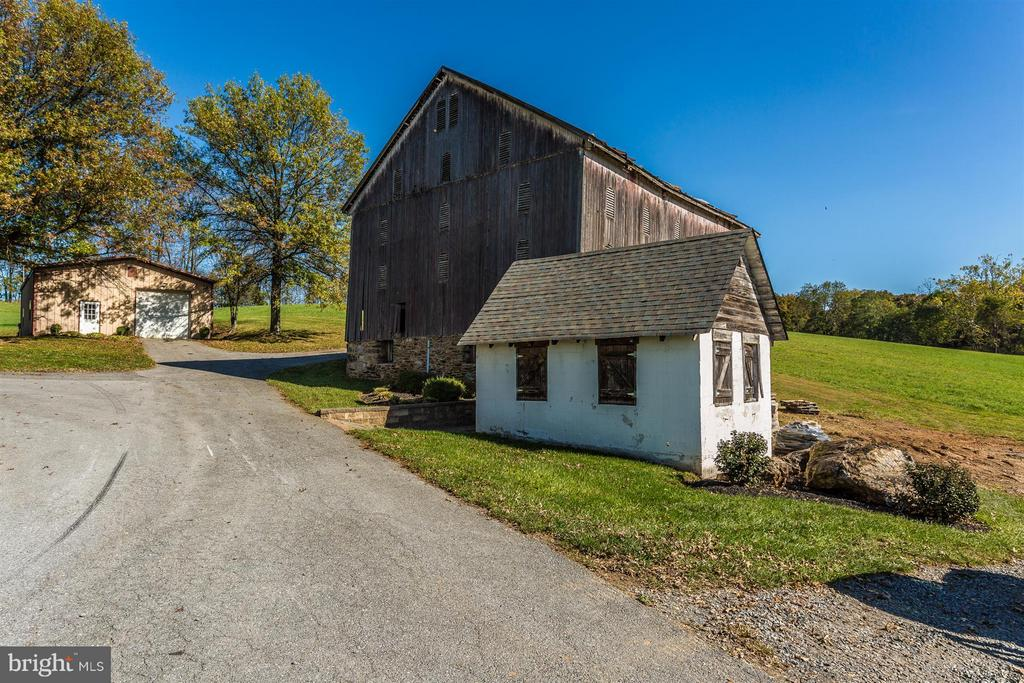 C 1850 Bank Barn. Milk Barn and Shop w/Heat and AC - 3829 PURDUM DR, MOUNT AIRY
