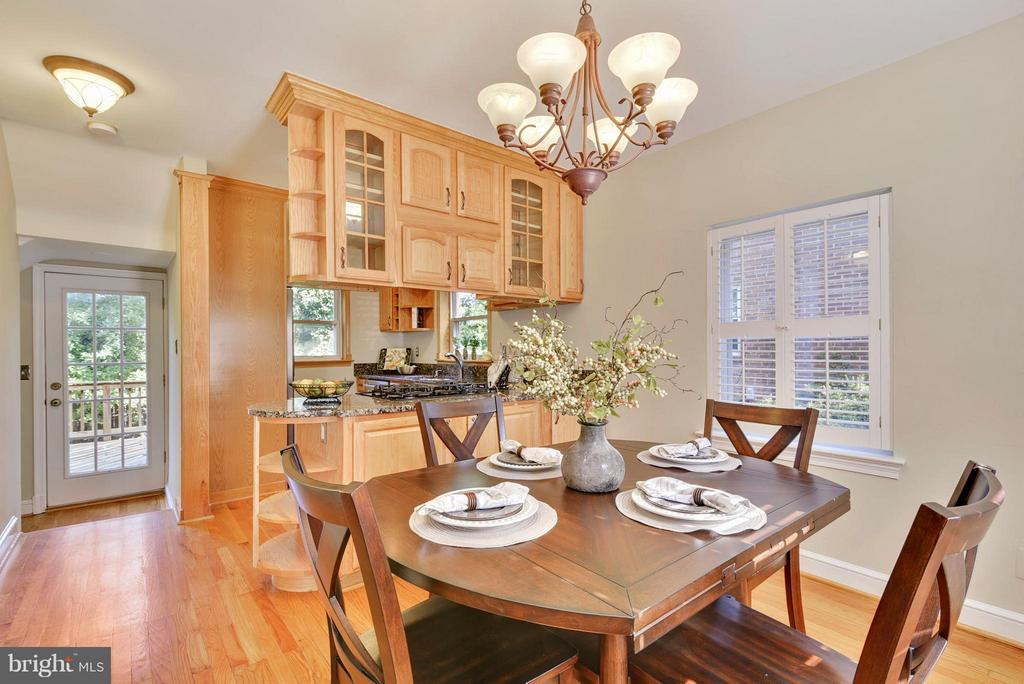Open and bright dining area - 116 MONCURE DR, ALEXANDRIA