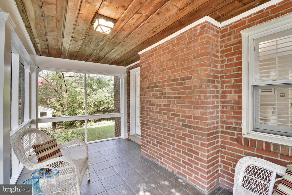 Another view of the screened porch - 116 MONCURE DR, ALEXANDRIA