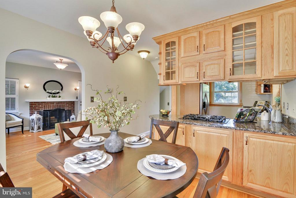Gorgeous architectural details in dining area - 116 MONCURE DR, ALEXANDRIA