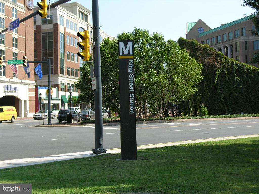 Your new home is a Commuter's Dream! Mins to Metro - 116 MONCURE DR, ALEXANDRIA