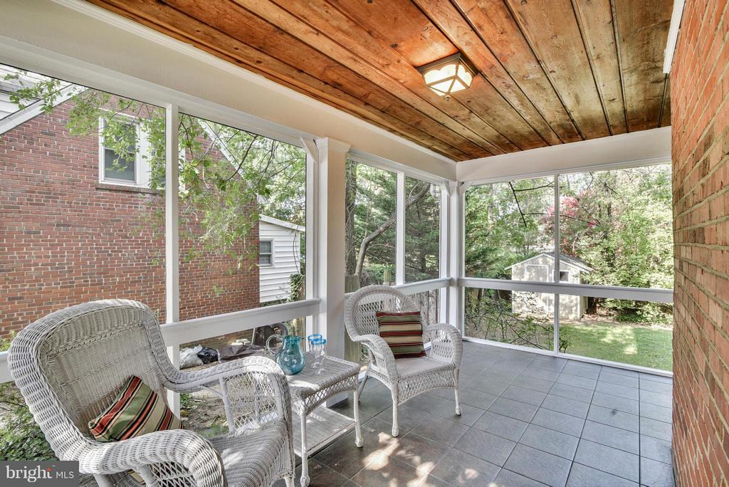 Spacious screened porch will be your favorite spot - 116 MONCURE DR, ALEXANDRIA