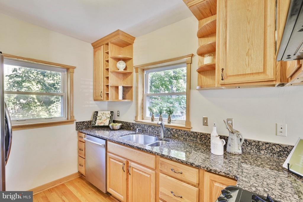 Plenty of prep space and natural light! - 116 MONCURE DR, ALEXANDRIA