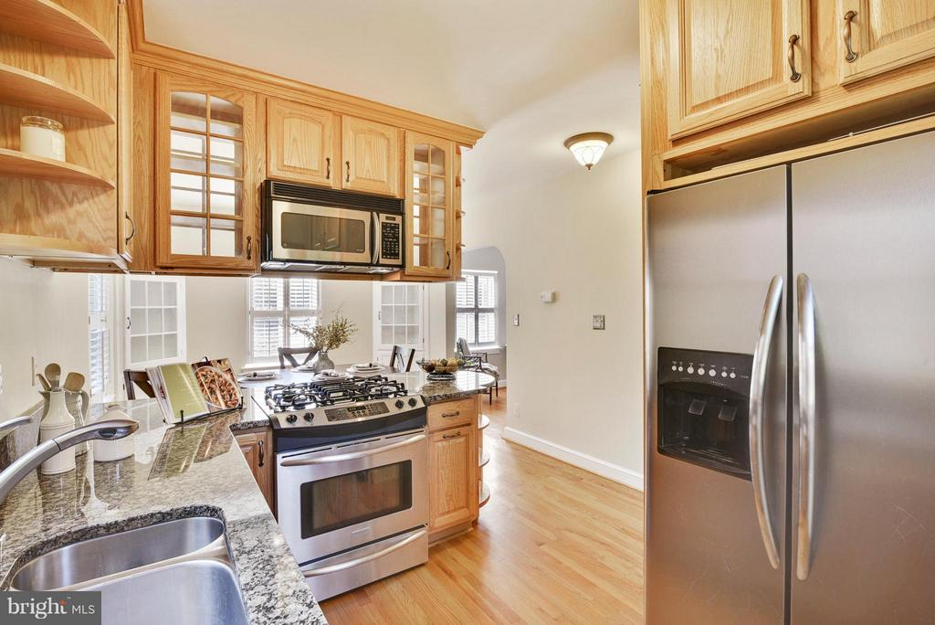 Stainless appliances, rows of cabinets and granite - 116 MONCURE DR, ALEXANDRIA