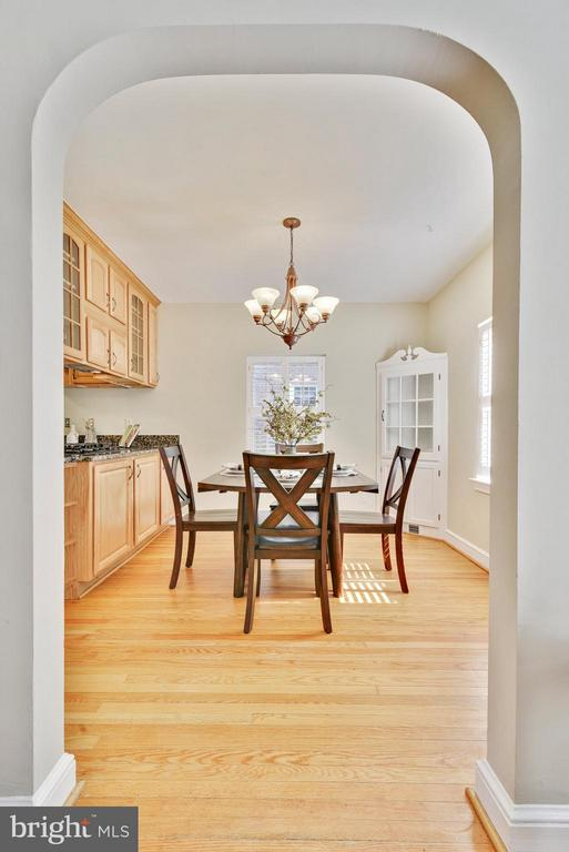 Lovely archway leading to dining area! - 116 MONCURE DR, ALEXANDRIA