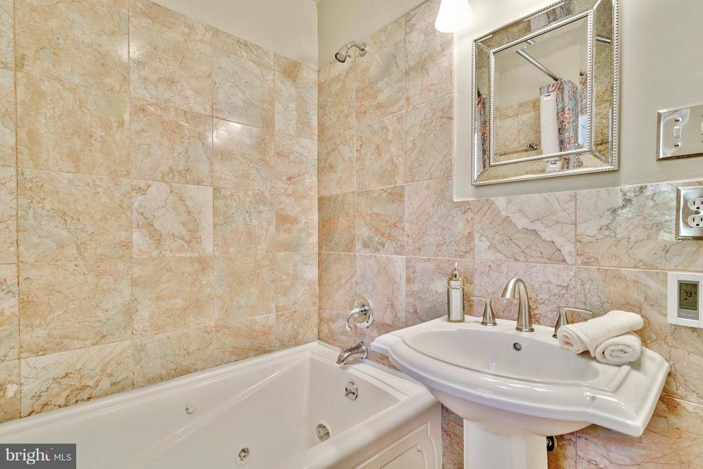 Hall bath features jetted tub , new faucet, light - 116 MONCURE DR, ALEXANDRIA