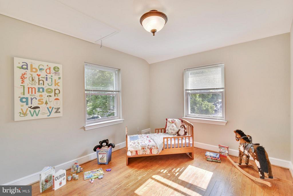 Hardwoods on the upper floor too in all bedrooms! - 116 MONCURE DR, ALEXANDRIA