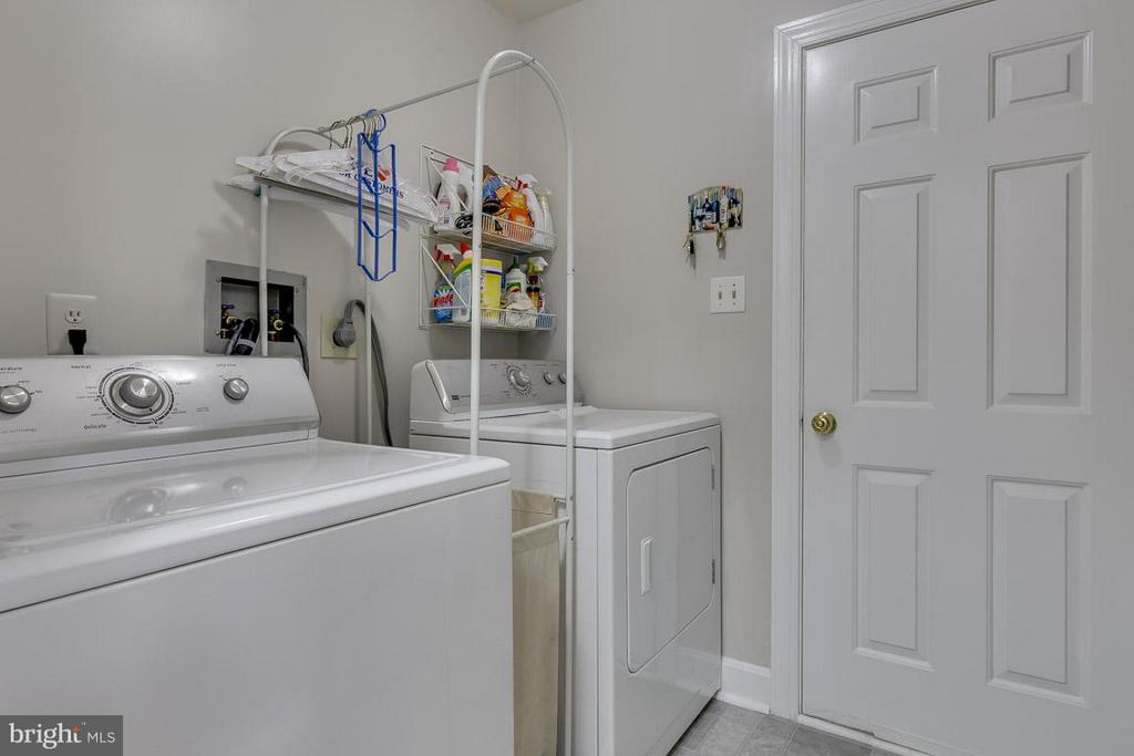 Main Level Laundry with Garage Exit - 6207 GOODING POND CT, BURKE