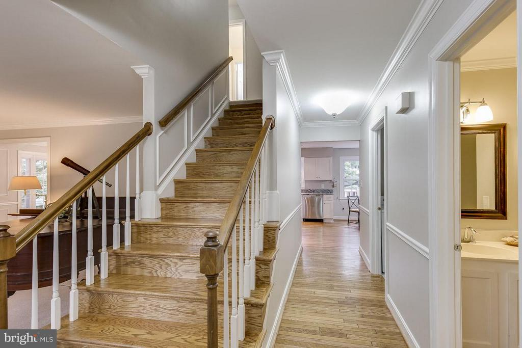 Main Entry Greets Your Guests - 6207 GOODING POND CT, BURKE