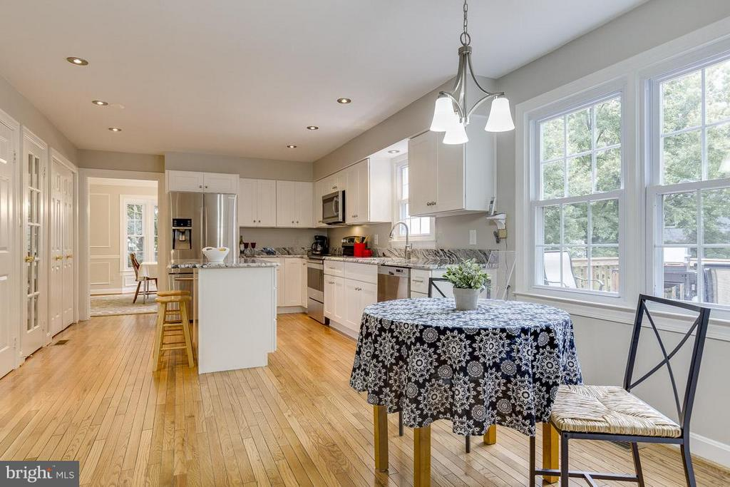 Kitchen with Eat-In Table Space - 6207 GOODING POND CT, BURKE