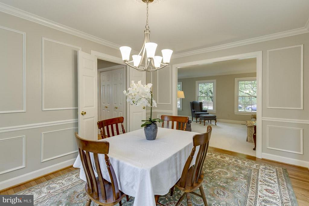 Dining Room with Wainscoting - 6207 GOODING POND CT, BURKE