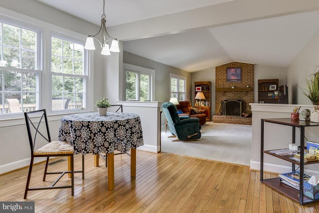 Kitchen Open to Family Room with Vaulted Ceiling - 6207 GOODING POND CT, BURKE