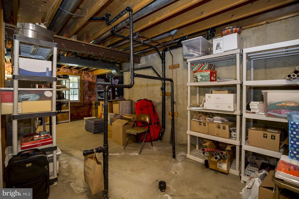 Huge Unfinished Basement with Rough-In - 6207 GOODING POND CT, BURKE