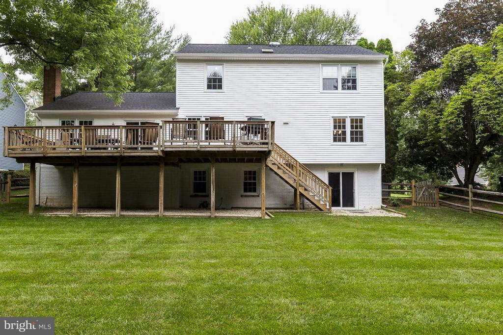 Walk-Out Basement, Stairs to Large Deck, Flat Yard - 6207 GOODING POND CT, BURKE