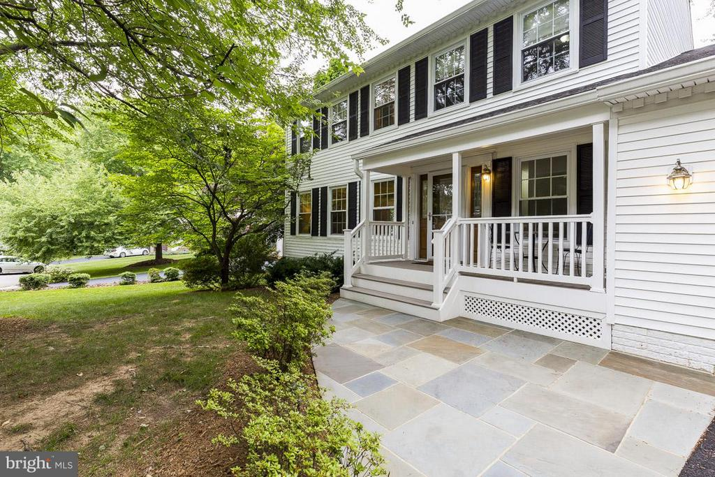 Lovely Porch and Slate Patio - 6207 GOODING POND CT, BURKE