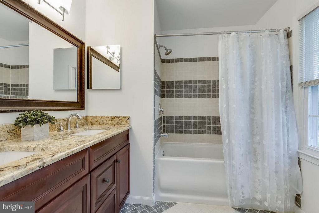 Master Bath Remodeled: Dual Vanity, Ceramic Tile - 6207 GOODING POND CT, BURKE