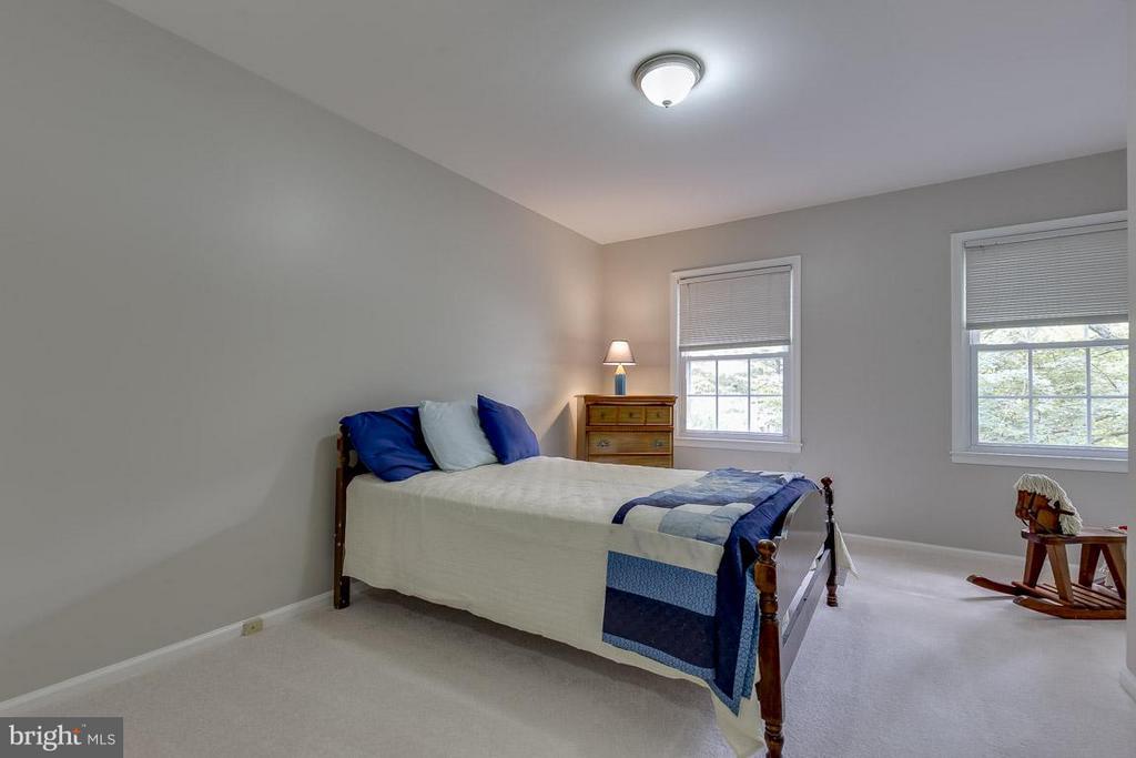 Bedroom 3 with Window Nook - 6207 GOODING POND CT, BURKE
