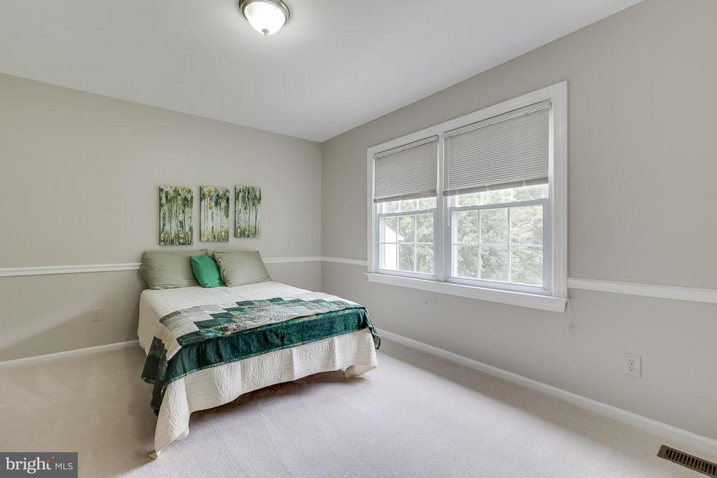 Bedroom 2 Overlooks Backyard, Features Chair Rail - 6207 GOODING POND CT, BURKE