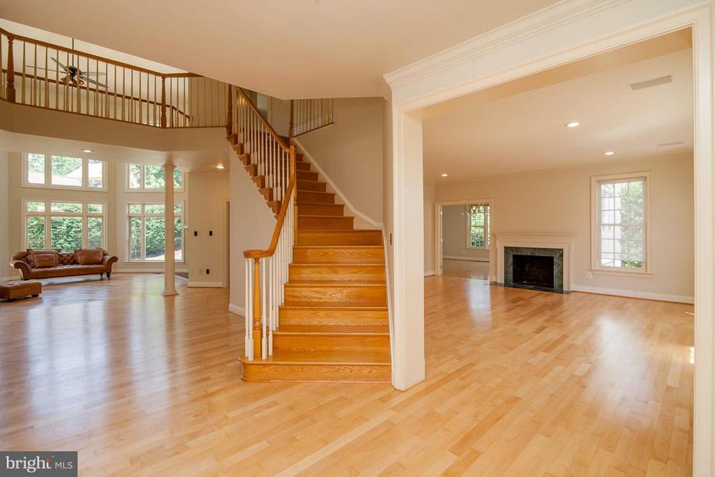 Foyer - 1445 MAYHURST BLVD, MCLEAN
