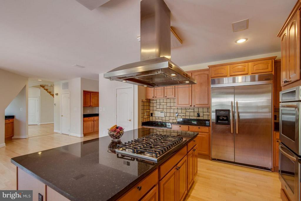 Kitchen - 1445 MAYHURST BLVD, MCLEAN