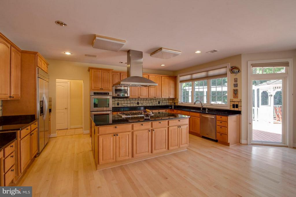 Kitchen - 1445 MAYHURST BLVD, MCLEAN