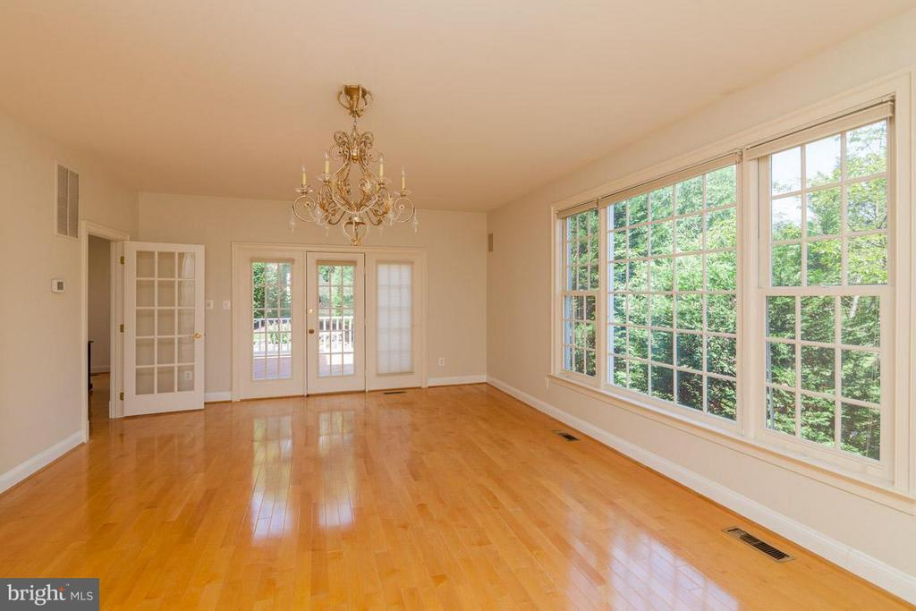 Sun Room - 1445 MAYHURST BLVD, MCLEAN