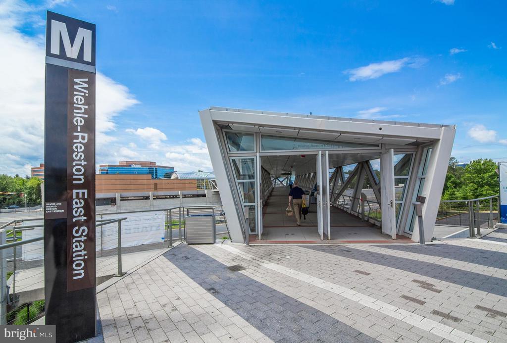 Metro nearby! - 11911 SAINT JOHNSBURY CT, RESTON