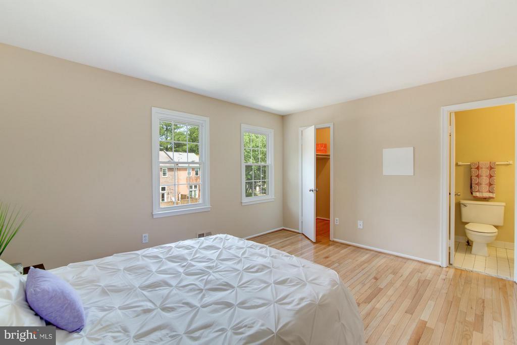 Master bedroom with ensuite bath - 11911 SAINT JOHNSBURY CT, RESTON