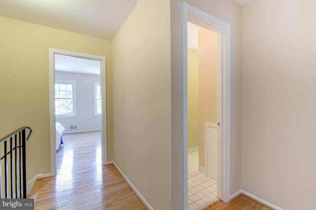 Upstairs hallway - 11911 SAINT JOHNSBURY CT, RESTON