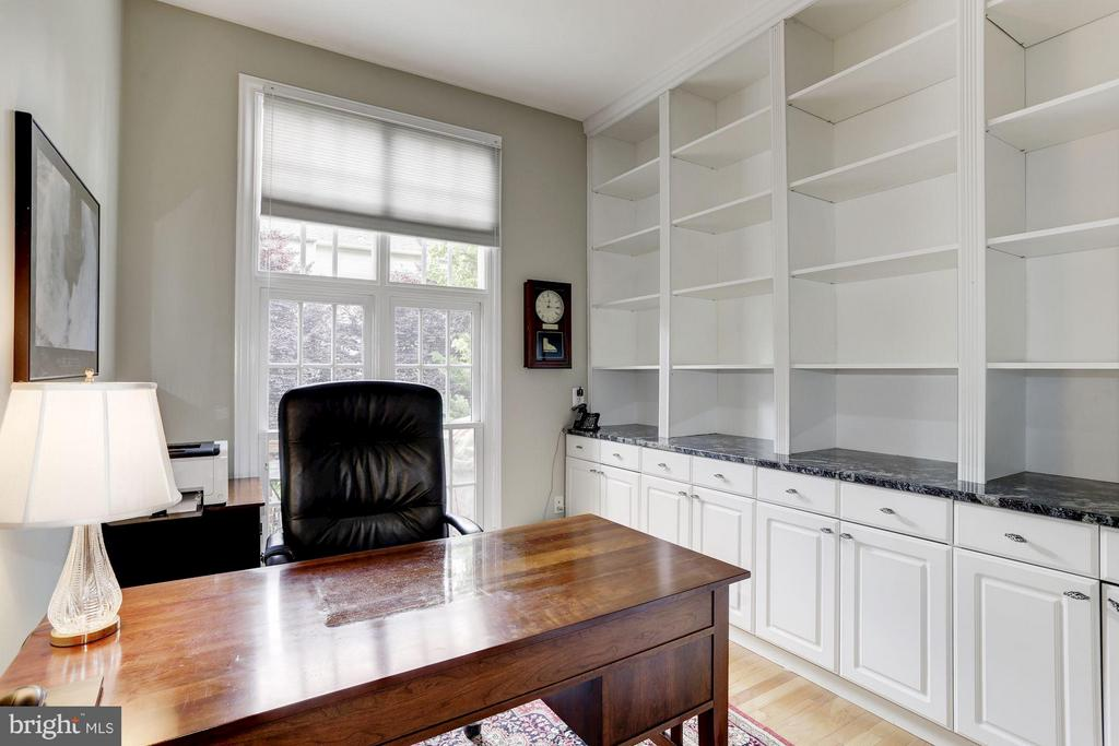 Awesome Office with Built In Book Cases - 5237 BESSLEY PL, ALEXANDRIA
