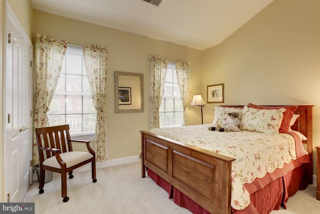 Bedroom #3 -  Nice size bedrooms - 5237 BESSLEY PL, ALEXANDRIA