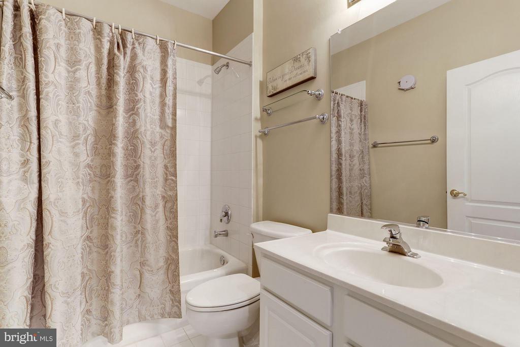Hall Bath - 5237 BESSLEY PL, ALEXANDRIA