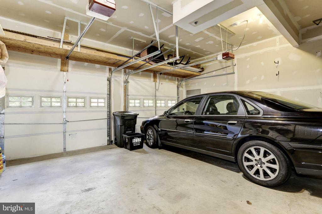 Spacious 2 Car Garage with Plenty of Storage! - 5237 BESSLEY PL, ALEXANDRIA