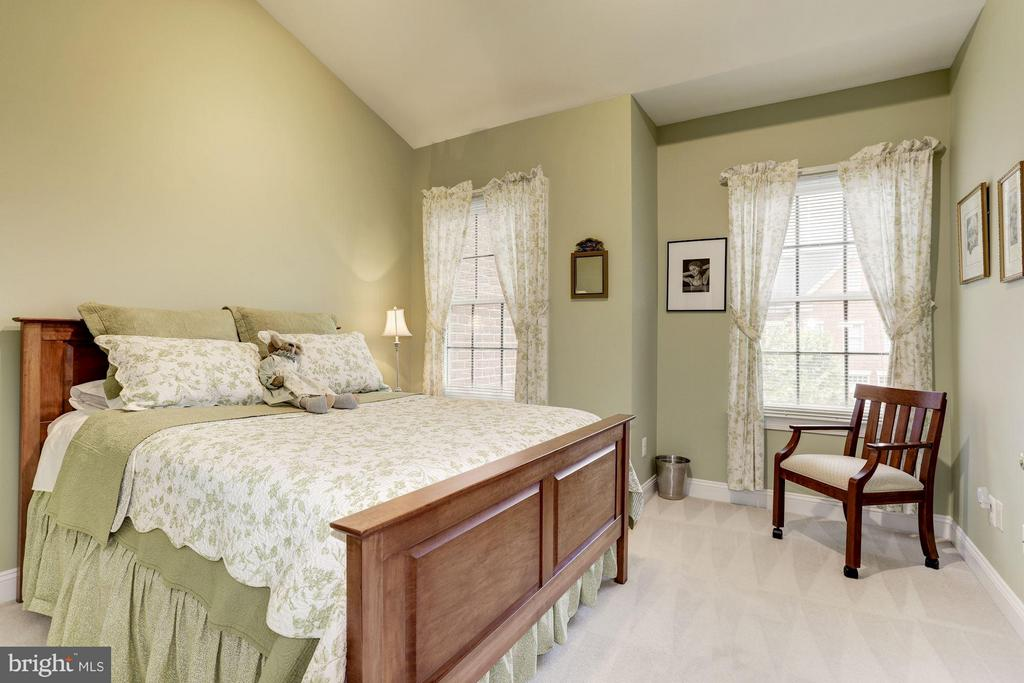 Bedroom #2 - Bright and Spacious - 5237 BESSLEY PL, ALEXANDRIA