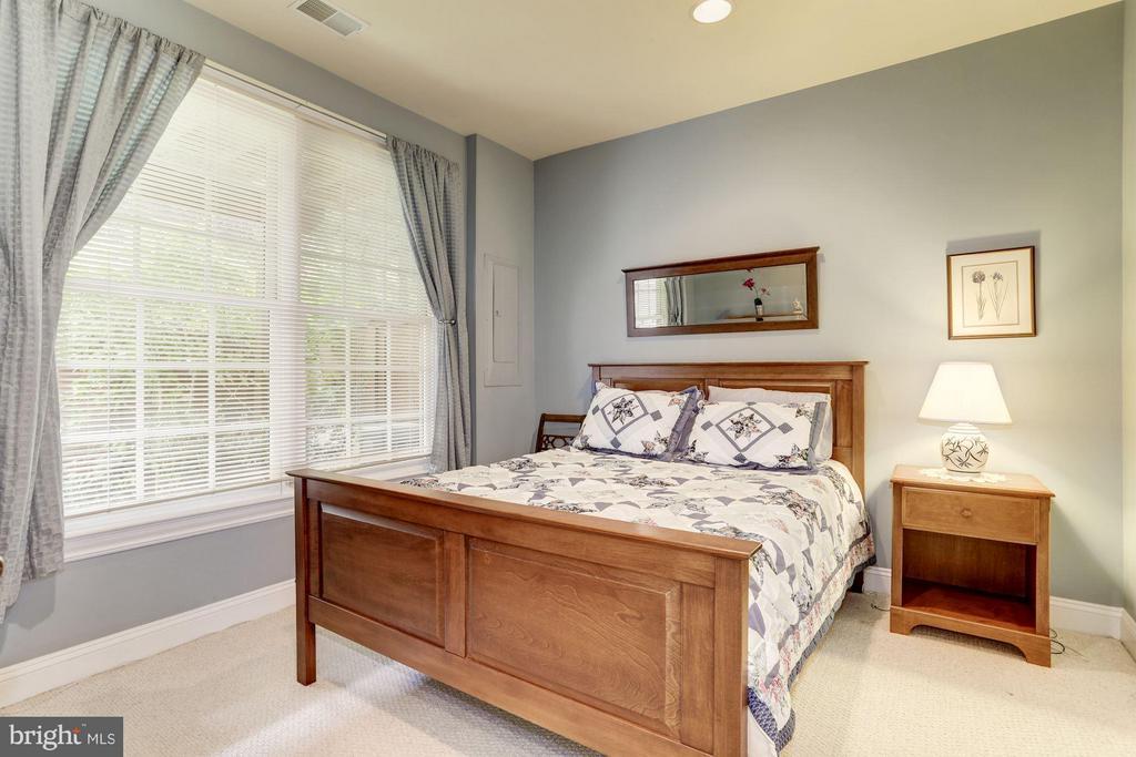4th Bedroom on Main Level - 5237 BESSLEY PL, ALEXANDRIA