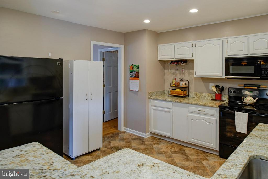 Brand new appliances - 7890 CANNONBALL GATE RD, WARRENTON