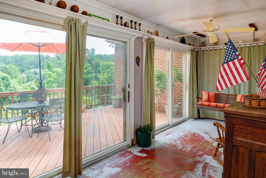 Sun porch open to deck - 7890 CANNONBALL GATE RD, WARRENTON