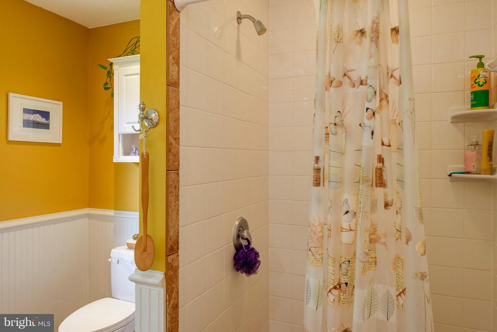 Separate shower - 7890 CANNONBALL GATE RD, WARRENTON
