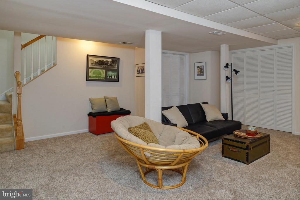 Cozy 2nd family room/game room - 7890 CANNONBALL GATE RD, WARRENTON