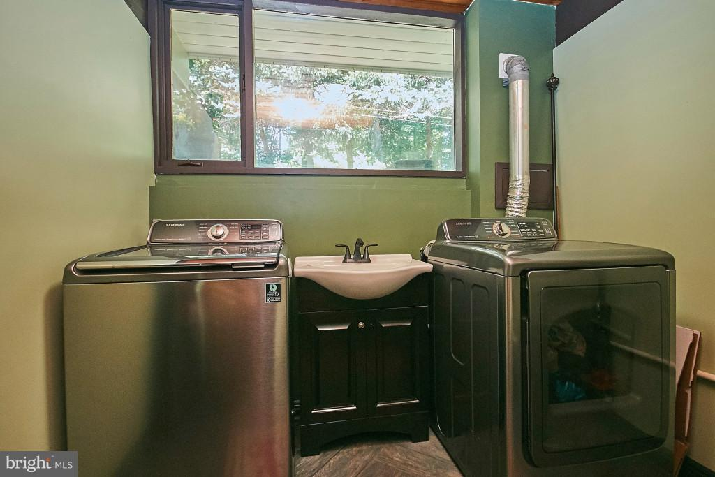 Updated laundry room with newer washer/dryer - 6704 BRIARCROFT ST, CLIFTON